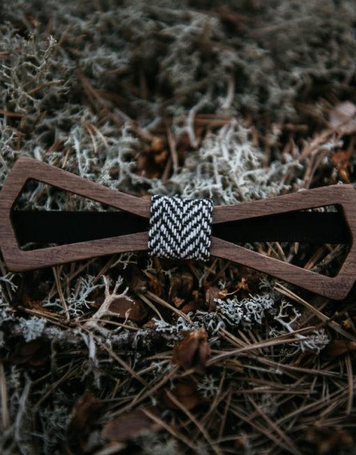 puurusetti-puinen-rusetti-puumirri-mirri-solmuke-asuste-bow-tie-mirrikauppa-rusetti-haihin-valmistujaisiin